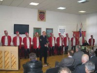 30. siječnja 2010. - Gradonačelnik Josip Horvat otvara 8. pojedinačno prvenstvo RH-e za žene u Maloj dvorani POU Krapina. U pozadini je Počasna postrojba Grada Krapine - Krapinski Ilirci.