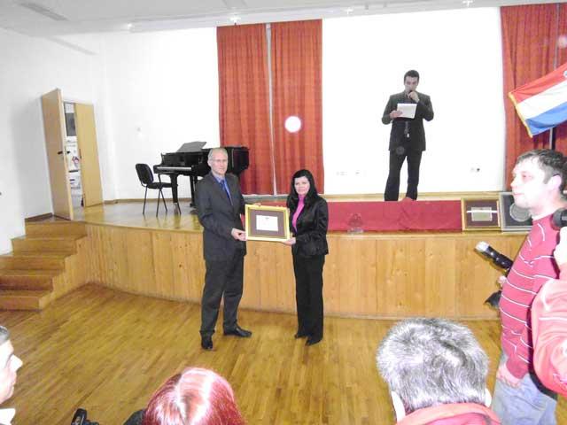 Gradonačelnik Josip Horvat uručio je priznanje Mirjani Medić, najboljoj seniorki u 2012. Priznanje dodjeljuje Krapinski športski savez.